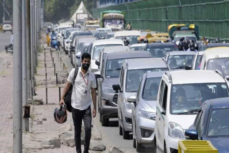 Traffic in Capital spikes, chaos at borders
