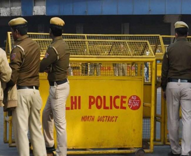 Four women held for robbing people in the guise of begging in south Delhi
