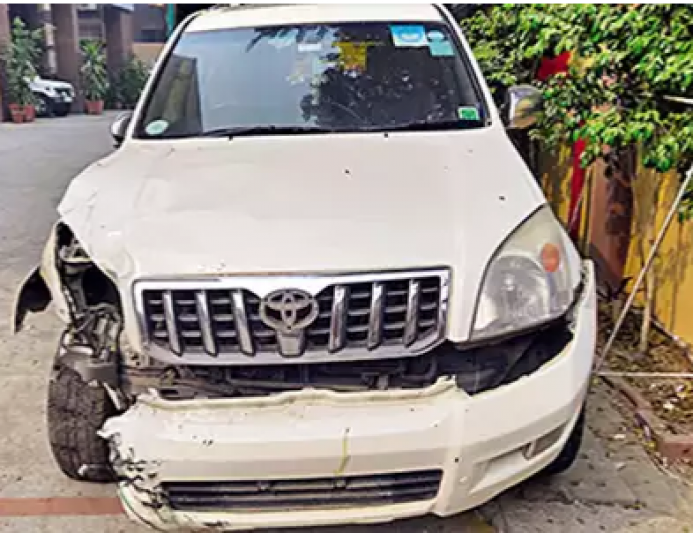 Two die after SUV rams auto in south Delhi
