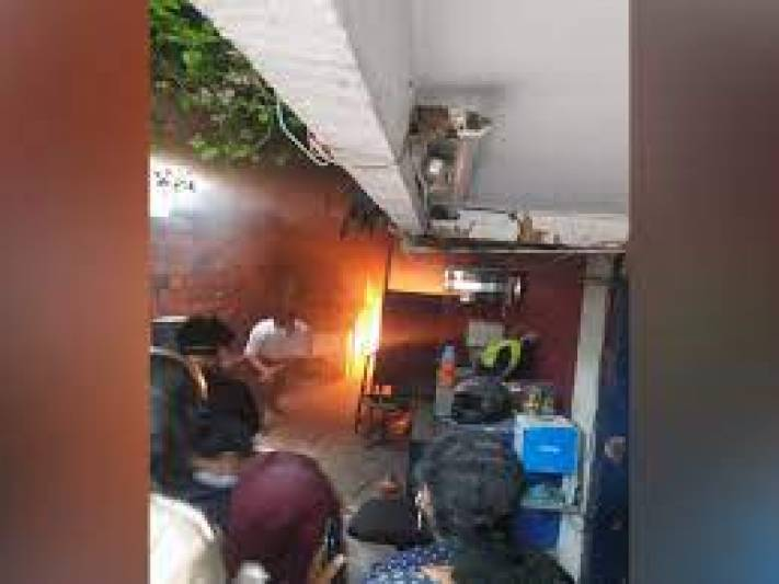 Fire breaks out at private South Delhi lab
